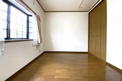 《洋室6帖:東側》全室が6帖以上あるゆったりサイズですヽ(^。^)ノ