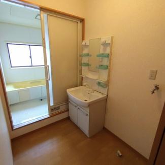 2階居住部分 洗面所