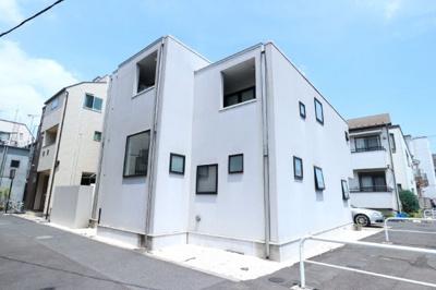 2010年9月竣工のアパートですよ。