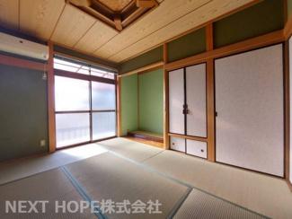 2階和室6帖です♪バルコニーに面した明るく開放的な室内です!!押入れ・床の間も有り室内を有効に使用していただけます!