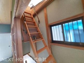 2階廊下の上部から屋根裏収納へ行けます!!