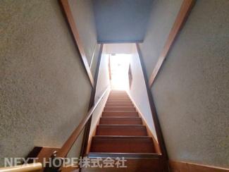 階段部分です♪手すり付きで安全に昇り降りできます!