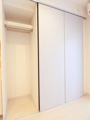 コートや洋服など整理整頓のしやすい収納です