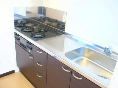 料理したくなるキッチンです!3口ガスコンロです。