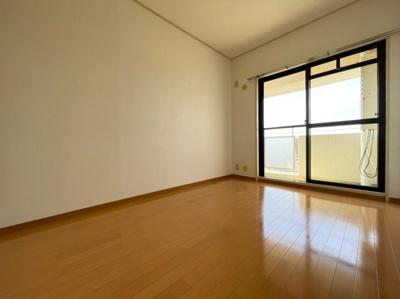 ※同マンション別部屋の室内写真です。