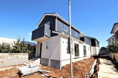 大通りから離れた閑静な谷田部の住宅街にあるお家。最終1棟です。手前側の棟で開けているので、光や風の通り、そして眺めも良いです。