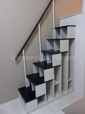 トリコテラスの収納付き階段