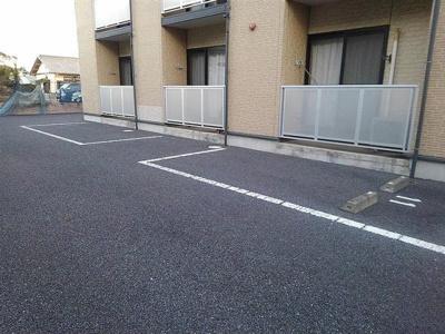 屋根付き駐輪場あります