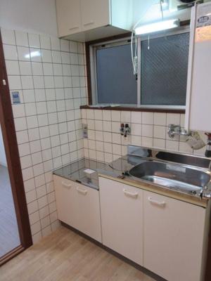 【キッチン】満室想定10パーセント!角地の一棟収益アパート