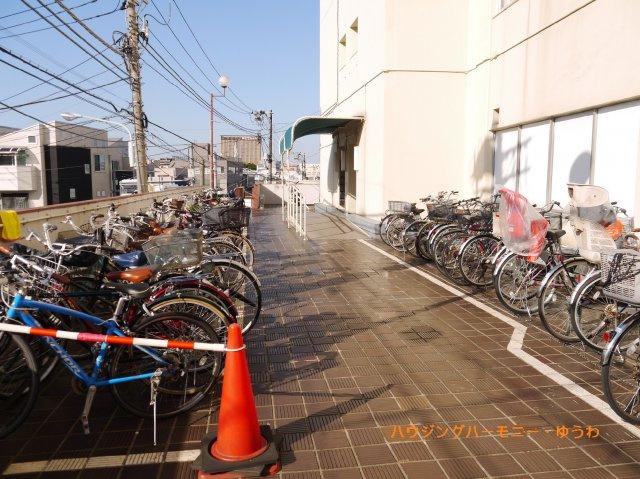 敷地内に、駐輪場が有り便利です。