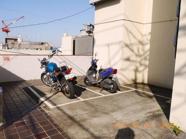 敷地内にバイク置場有り