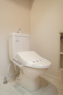 シャンプードレッサー横にあるバストイレ別です♪
