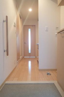 玄関から室内への景観です!キッチンの奥に洋室7.9帖のお部屋があります♪※参考写真※