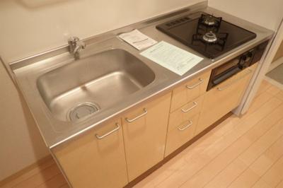 2口ガスコンロ/グリル付きシステムキッチンです☆場所を取るお鍋やお皿もすっきり収納できます♪※参考写真※