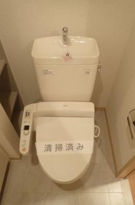 洗面所内にある人気のシャワートイレ・バストイレ別です♪トイレが浴室から独立していると使いやすいですよね☆※参考写真※