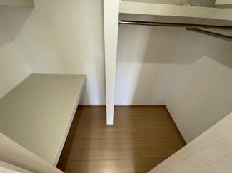 2階 大型のWICは種類を分けて収納ができる便利な設計