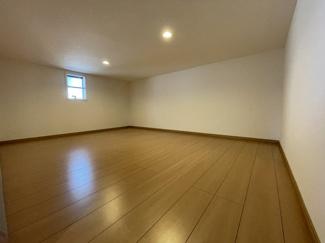 2階小屋裏収納 子供の遊び場にしても楽しい空間になります。とても広く使い勝手良好