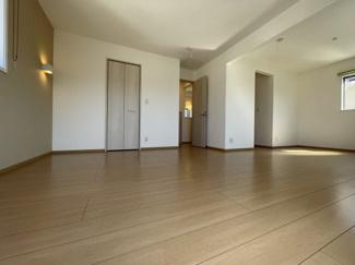 2階寝室は、2部屋続き間になっており、家族構成によって仕切れるのも魅力