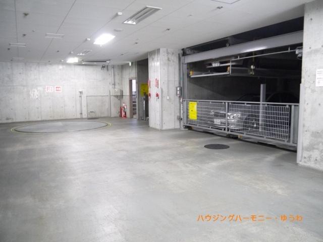 建物内に、専用駐車場があります。