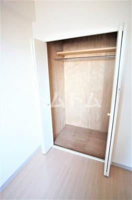 洋室はクローゼットで和室は広い押し入れになってます