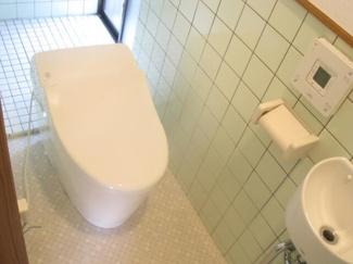 タンクレストイレ!トイレ空間がかなりスッキリと広く見えます。