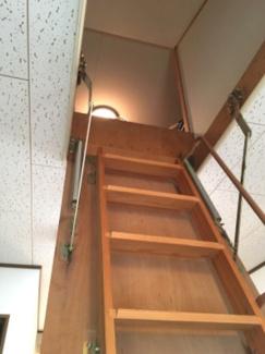 大容量の収納スペースを確保できる小屋裏収納付です。