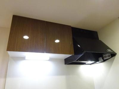 キッチン吊戸棚・換気扇