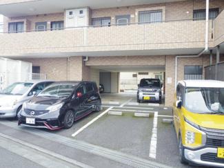 敷地内の駐車場の様子です。