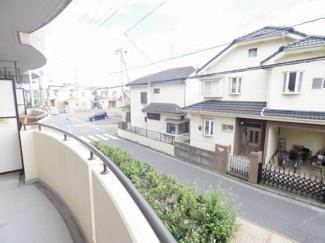 周囲は一般住宅が建ち並ぶ整然とした住宅地域