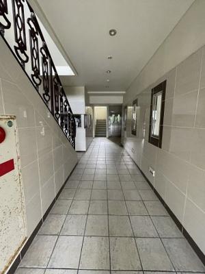 建物 廊下