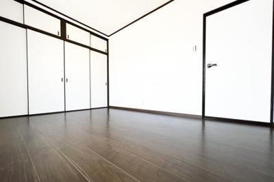 《洋室6帖:3F》居室4部屋が全て6帖あるゆったりサイズです。3Fのお部屋は収納たっぷりです。