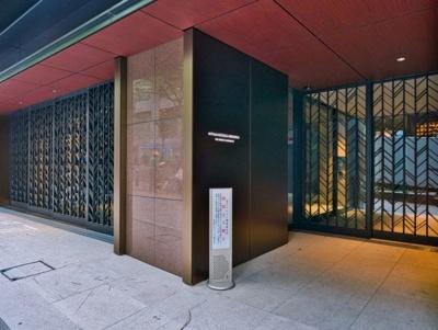 宮益坂ビルディング ザ・渋谷レジデンスの1階部分・住戸専用エントランスです。