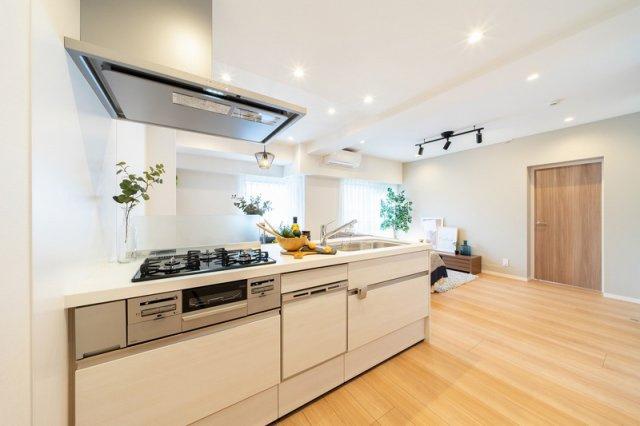 お部屋が見渡せる対面式キッチン 食後の後片付けに便利な食洗機 標準装備です