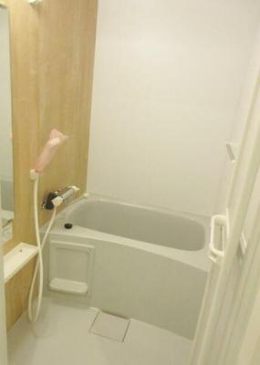 浴室乾燥機付きバス。