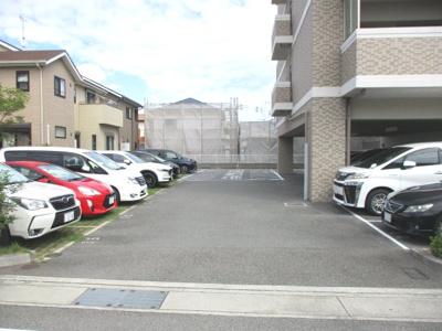 自走式平面駐車場になります。