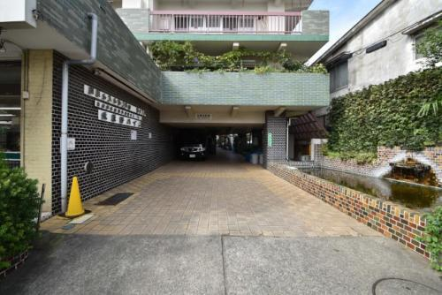 武蔵野ハイム:マンション1階に24時間営業のスーパーがあり買い物便利です!