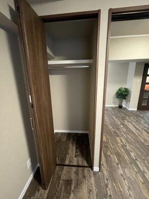 洋室(5.6帖) 収納スペース