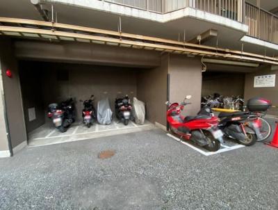 ライネスハイム大森のバイク置場です。