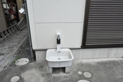 駐車場側にある外水道