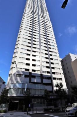 肥後橋駅直結!四ツ橋筋沿いの46階建て免震タワーマンションです。