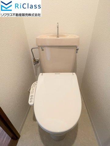 新調のウォシュレット付トイレです