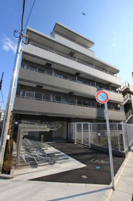 東急多摩川線「鵜の木」駅より徒歩5分の駅近マンションです。