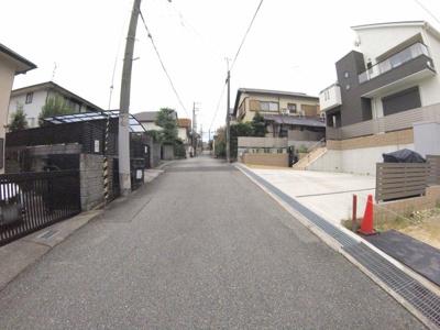 【前面道路含む現地写真】宝松苑新築戸建