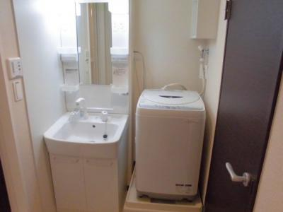 独立洗面台,家具家電付き。