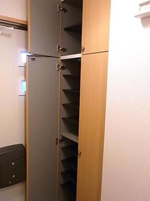 収納スペース充実のシューズボックスです!