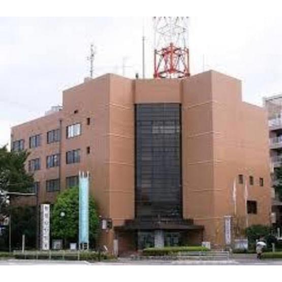 図書館「横浜市中央図書館まで1082m」横浜市中央図書館