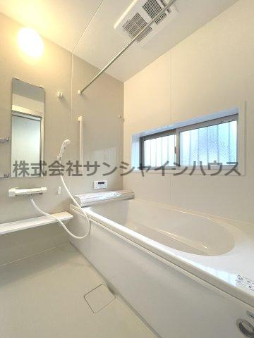 一坪タイプの浴室でゆったりバスタイムはいかがでしょうか。