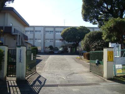 山川小学校まで650m