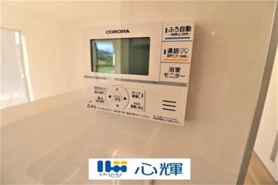 給湯器リモコンです。お風呂のお湯はりや追い炊きが簡単にできます。