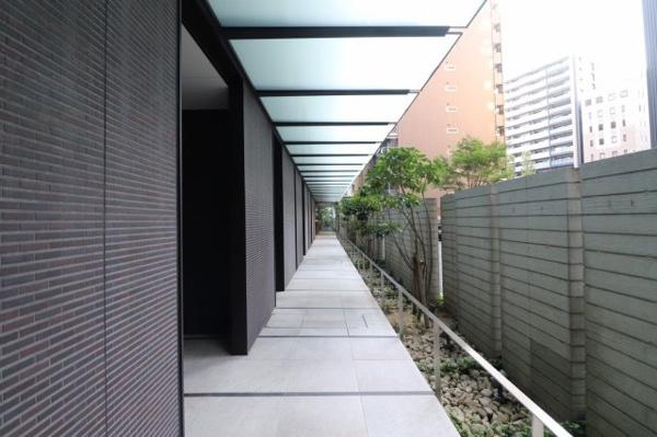 【1階廊下】高級感のあるプライバシー性の高い構造です。